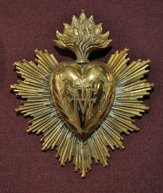 Ex voto ( GOLD - hinged heart locket. Some tin ones also have hinged hearts to house keepsakes. Journal D'art, Jesus E Maria, Jesus Tattoo, Spiritus, Mexican Art, Blessed Mother, Sacred Art, Heart Art, Religious Art
