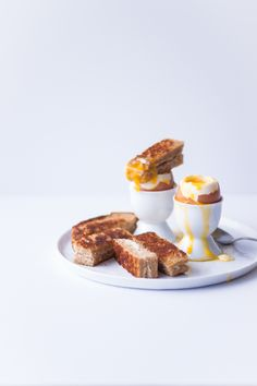 Soft-Boiled Eggs & Grilled Cheese Soldiers |bloggingoverthyme.com