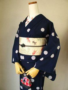 I REALLY REALLY want a yukata with goldfish on it someday. Goldfish on the actual yukata not the obi (belt piece). Yukata Kimono, Meiji Era, Wedding Kimono, Obi Belt, Japanese Kimono, Japanese Culture, Goldfish, Pretty, Clothes