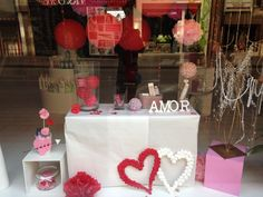 #Escaparate de San Valentín de #farmacia Montagut.
