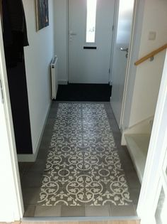 1000 images about flur i fliesen on pinterest area rugs stairs and tile - Gang grijze taupe ...