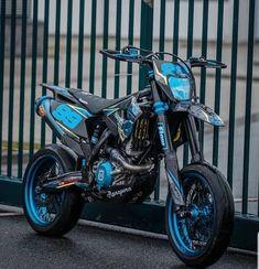 Ktm Dirt Bikes, Cool Dirt Bikes, Motorcycle Dirt Bike, Futuristic Motorcycle, Motard Bikes, Ktm Supermoto, Gp Moto, Motorcross Bike, Bike Pic
