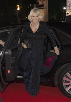 Camilla Parker Bowles Photos - Camilla, Duchess of Cornwall attends The Sun Military Awards at National Maritime Museum on December 2013 in London, England. - Arrivals at the Sun Military Awards Military Awards, Camilla Duchess Of Cornwall, Royal Uk, Camilla Parker Bowles, House Of Windsor, Prince Of Wales, Prince Charles, Duke And Duchess, Evening Gowns