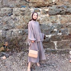 Hijab Fashion Summer, Modest Fashion Hijab, Modern Hijab Fashion, Street Hijab Fashion, Batik Fashion, Abaya Fashion, Muslim Fashion, Fashion Outfits, Fashion Drawing Dresses