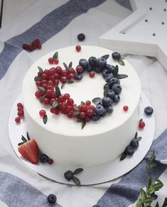 Frosting, Icing, Napoleon Cake, Heart Shaped Cakes, Cake Decorating Techniques, Drip Cakes, Panna Cotta, Food And Drink, Birthday Cake