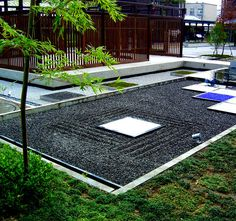 This space of subtle beauty and simplicity, is one of the projects of our Japanese Artist and landscape designer Hirofumi Suga. A design that consisted in the renovation of the interior gardens of a Kyoto Shopping Center. KYOUEN is a great example of innovation and modernity, a reflection of the new generation of Japanese Zen Garden.
