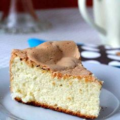 A famous Portuguese airy cake with multiple global and regional variations, pão de ló only contains three ingredients: egg, sugar, flour.