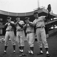 New York Mets players Frank Thomas Gil Hodges Don Zimmer and Roger Craig during practice at the Polo Grounds in New York Ny Mets, New York Mets, New York Giants, How Soon Is Now, Polo Grounds, Giants Baseball, Music Licensing, Dodgers, Baseball Cards