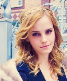 Emma Charlotte Duerre Watson (born 15 April is an English actress and model. She rose to prominence playing Hermione Granger in the Harry Potter film series; she was cast as Hermione at the age of nine, having previously acted only in school plays. Emma Watson Beautiful, Emma Watson Sexiest, Hermione Granger, Emma Watson Estilo, Emma Beauty, Emma Watson Quotes, Charlotte, Woman Crush, Queen