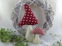 Felt Ornaments, Christmas Ornaments, Mushroom Crafts, Diy Gifts, Stuffed Mushrooms, Pumpkin, Crafty, Sewing, Holiday Decor
