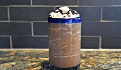 DIY Frozen Blended Coffee Recipe The magic of mocha! Whip up a frozen coffee delight that is better (and cheaper) than one you can buy at your local coffee shop. Blended Coffee Recipes, Blended Coffee Drinks, Smoothie Drinks, Healthy Smoothies, Smoothie Recipes, Vegan Foods, Vegan Desserts, Vegan Meals, Refreshing Drinks