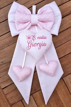 Fiocco Giorgia - Corredino Neonato personalizzato Zardozi Embroidery, Baby Mobile, Baby Birth, Bunting, Baby Room, Baby Items, Baby Shower, Sewing, Fabric