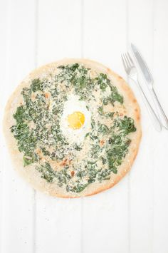 Pzza spinach and soft egg