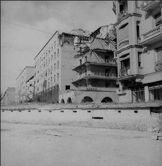 La Casa de las Flores fue construida por el arquitecto Secundino Zuazo Ugalde, entre 1930 y 1932 convirtiéndose en un icono de los edificios de viviendas en Madrid. #historia #turismo http://www.rutasconhistoria.es/loc/la-casa-de-las-flores