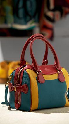 Burberry prorsum womenswear spring summer 2015 show burberry all looks vintage leather handbags summerdesignerhandbags Fashion Handbags, Purses And Handbags, Fashion Bags, Burberry Prorsum, Leather Purses, Leather Handbags, Leather Wallets, Beautiful Handbags, Burberry Handbags