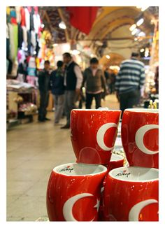 Turkiye Mugs in Bazaar. #travelcompanion
