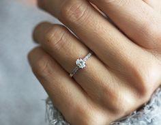 Anillo de diamante oval anillo de compromiso de diamante