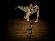 """O Sesc Pompeia recebe entre 13 de julho e 4 de agosto, o espetáculo infantil de dança, teatro e circo """"Uma Trilha Para Sua História""""."""