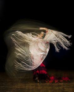 Flamenco Photo - Long exposure manton by Flavio via Flickr