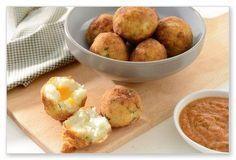 Deep fried pap balls with a cheese filling Braai Recipes, Vegan Recipes, Cooking Recipes, Vegan Meals, Braai Salads, African Salad, Bacon Hot Dogs, Polenta Fries