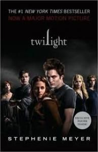 The Twilight Saga books are some of the most popular and most recognized young adult book at the moment. Let's take a look at the covers of the first book, Twilight, around the world! Ya Books, Great Books, Books To Read, Book Series, Book 1, The Book, Twilight Saga Books, Twilight Movie, Stephanie Meyers