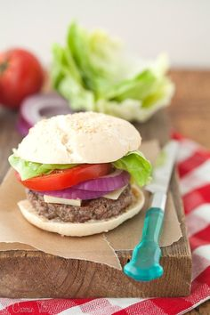 Grain-Free Hamburger Buns (Nut-Free) Because sometimes you just want a grain free bun to go with your burger! It doesn't taste like nuts or have a heavy, dense texture. Hamburger Bun Recipe, Hamburger Buns, Real Food Recipes, Healthy Recipes, Delicious Recipes, Grain Free Bread, Paleo Bread, Paleo Diet, Keto