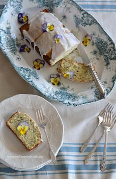 Almond and Poppy Seed Loaf Cake | homeiswheretheboatis.net