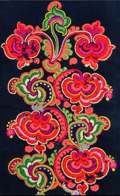 FOLK EMBROIDERY Hello all, The East Telemark costume is known for its embroidery, and also for the elaborate ornament on both stockings and shoes. Folk Embroidery, Floral Embroidery, Embroidery Patterns, Machine Embroidery, Scandinavian Embroidery, Norwegian Style, Antique Quilts, Folk Costume, Flower Art