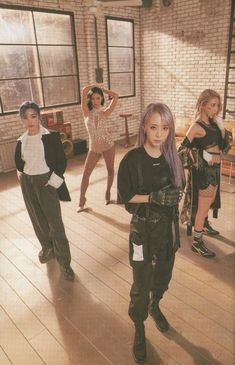 Kpop Girl Groups, Korean Girl Groups, Kpop Girls, Red Aesthetic Grunge, Aesthetic Girl, Aesthetic Vintage, Aesthetic Drawing, K Pop, Wheein Mamamoo