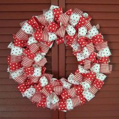 Décorations Noël 2 - CréaChiffon Dollar Store Christmas, Christmas On A Budget, Christmas Diy, Christmas Wreaths, Ribbon Wreath Tutorial, Diy Wreath, Christmas Centerpieces, Outdoor Christmas Decorations, Holiday Decor