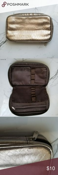Makeup bag Fair condition ✔ No rips Holds 8 brushes Used Travel size Any questions let me know 😊 Make me an offer 👍 Makeup