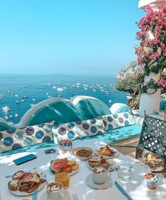 Santorini House, Happy Morning, Breakfast Tea, Positano, Summer Of Love, Outdoor Dining, Best Hotels, Summertime, Greece