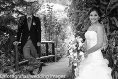 El poner al novio o novia en un segundo plano demuestra el interés del segundo plano por el primero  es una foto que demuestra el amor existente