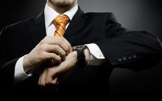 Suomalainen yrityspomo tekee keskimäärin 52,5-tuntista työviikkoa, kertoo tuore selvitys. Toimitusjohtaja on itse paljon tyytyväisempi työhönsä kuin yrityksen hallitus tai johtoryhmä. Tuloskeskeisyys ja hierarkkisuus jylläävät.