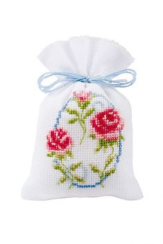 Knitting, crochet, embroidery, sewing and tons of inspiration for your next project. Cross Stitch Cards, Cross Stitch Rose, Cross Stitch Flowers, Cross Stitching, Cross Stitch Embroidery, Cross Stitch Patterns, Pot Pourri, New Project Ideas, Palestinian Embroidery