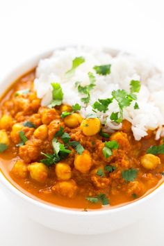 Chana masala is an Indian dish made with chickpeas (chana) and garam masala. This recipe is so simple, tasty and also oil-free. Garam Masala, Vegan Chana Masala, Channa Masala, High Protein Vegan Recipes, Healthy Recipes, Low Fat Vegetarian Recipes, Vegetarian Mexican, Yummy Recipes, Dinner Recipes