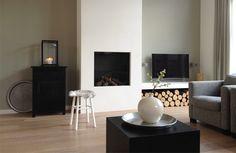 Mooie groene kleur op de muur Home Office Decor, Interior, Home Fireplace, New Homes, Home Decor, House Interior, Living Room Inspiration, Interior Design, Home And Living