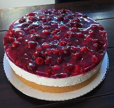 Himbeer – Käsesahne – Torte Raspberry Cheese Cream Cake by Raspberry Mousse Torte Au Chocolat, Cookie Recipes, Dessert Recipes, Raspberry Mousse, Best Pie, Flaky Pastry, Mince Pies, Cream Cake, Food Cakes