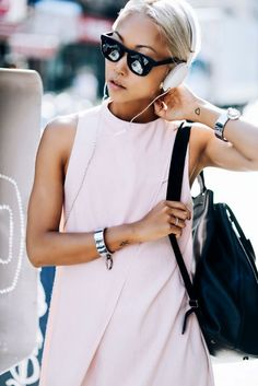 7 Cool Ways To Wear Mirrored Sunglasses