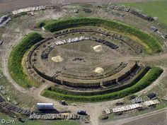 Goseck - Im ältesten Sonnenobservatorium der Welt in Goseck in Sachsen-Anhalt sind vor 7000 Jahren nach neuesten Erkenntnissen auch blutige ...