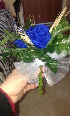 bouquet di rose blu e spighe... disponibili anche in altri colori...