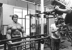 Arnold Schwarzenegger relentlessly chased his dreams to make them a reality. Here are 40 powerful and inspiring Arnold quotes to inspire you to do the same. Arnold Workout, Arnold Schwarzenegger Bodybuilding, Famous Legends, Mass Building, Barbell Curl, Pumping Iron, Biceps Workout, Ideal Body, Life Pictures
