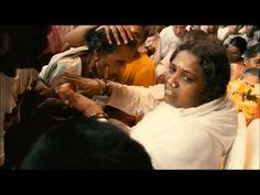 Wah! ◦ Jai Ma ♥ Mata Amritanandamayi * Amma's Darshan - YouTube This gave me goose bumps!