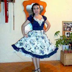 Resultado de imagen para vestidos de cueca profesionales Dance Outfits, Dance Dresses, Cute Outfits, Square Skirt, Fashion Dictionary, Work Attire, Beautiful Outfits, Dress Up, Ballet Skirt