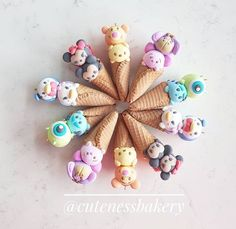 This is adorable. Is it food or clay? Disney Desserts, Cute Desserts, Disney Food, Fimo Kawaii, Polymer Clay Kawaii, Polymer Clay Charms, Polymer Clay Creations, Polymer Clay Disney, Kreative Desserts