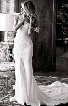 Venice, Italy wedding by fashion and wedding photographer in Italy www.whitefashionphotographer.com The Bride in stunning lace wedding gown Steven Khalill #stevenkhalil #gown Are you dreaming about wedding in Venice? Venice Wedding by WHITE fashion weddin