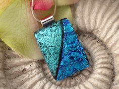 fused glass pendant = gorgeous