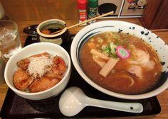 帯広『ぶた屋』醤油ラーメン+ミニ豚丼。 ラーメンは完全に旭川です。帯広で旭川ラーメンが食べられるとは! Google+