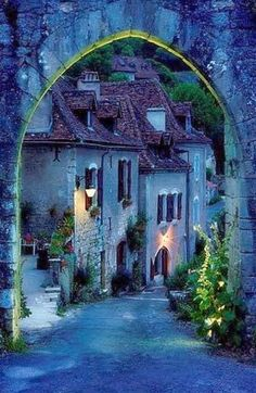 Archway into Saint Cirq Lapopie, France