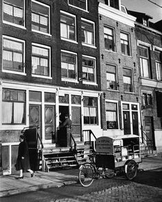 Milk delivery in the Jordaan section of Amsterdam / Photo by Cor Jaring 1960s